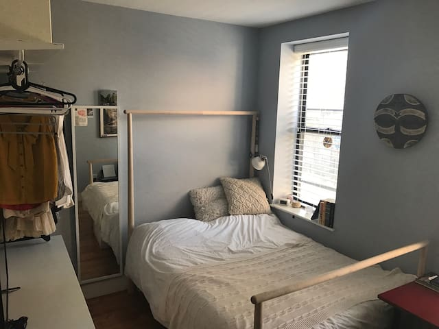 Bright & cozy bedroom, renovated apt,Williamsburg - Brooklyn - Apartment