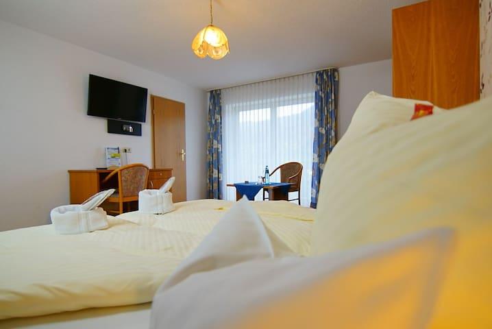Doppelzimmer im TIPTOP HOTEL am HOCHRHEIN