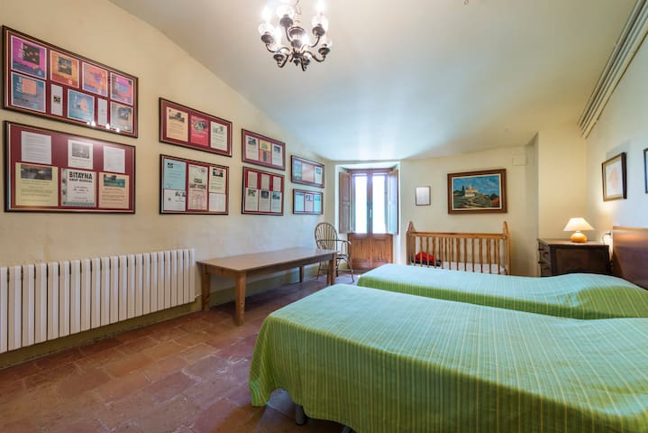 Room 2 single beds + cot