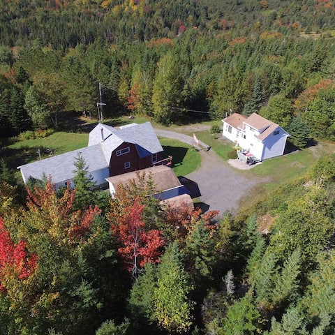 Aerial view of Mountainside Hideaway Cottage & Suites.