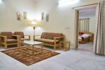Palm Holidays - Lobby & Dining Area