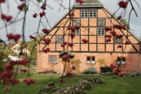 Camp direkt auf dem denkmalgeschützes Gutshof - Strasburg (Uckermark)