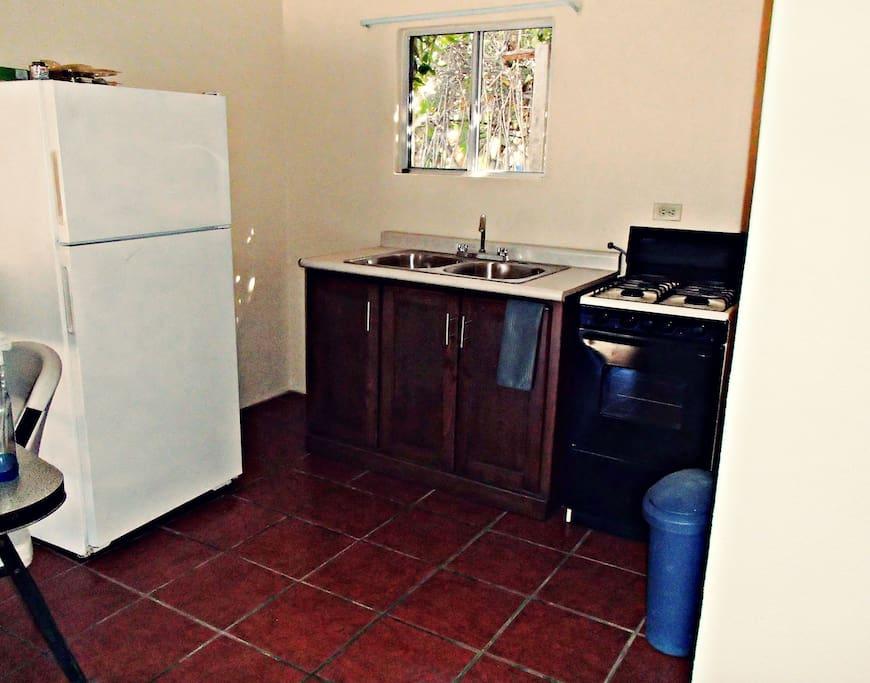 refrigerador, sink, estufa