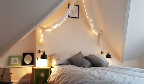 Cosy loft hideaway right in the centre of town