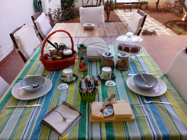 Summer breakfast in the garden