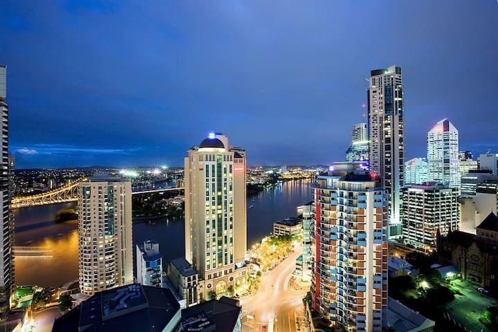 Beautiful 2bed CBD Apt. parking,views,balcony,pool - Brisbane City - Apartment