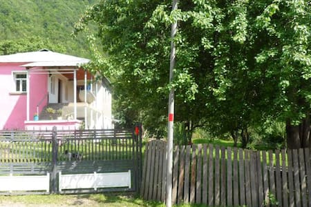 Guesthouse Ushba - Bed & Breakfast