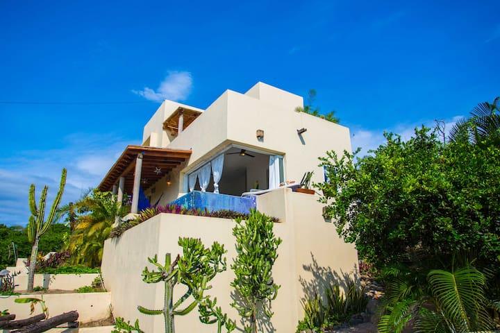 Casa Costa 2 bd Home, Pool, Jungle Views, Roofdeck