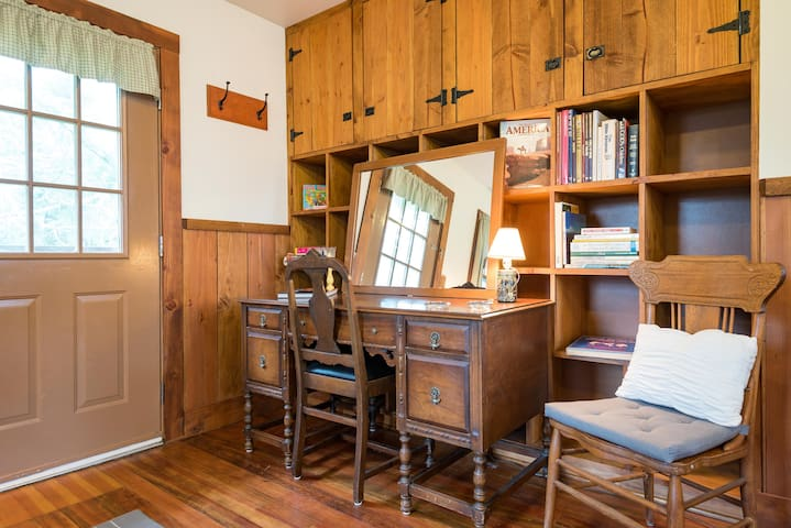 Horse Barn Apartment on a Beautiful Farm - Guesthouses for Rent in ...