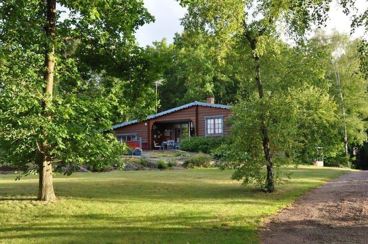 Renoverad villa med strandtomt - Påskallavik - Huis
