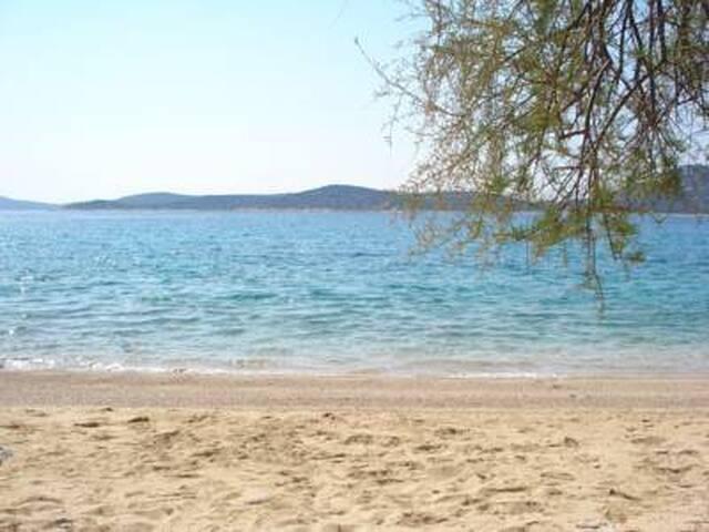 Sea breeze apartment on island - Prvić Šepurine - Lejlighed