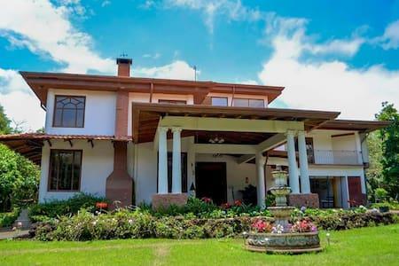 Descubra Heredia en una lujosa casa - San Isidro - House