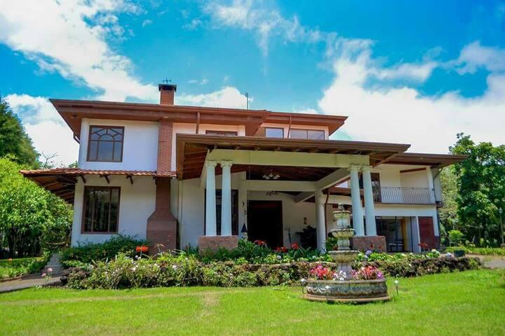 Descubra Heredia en una lujosa casa. 4