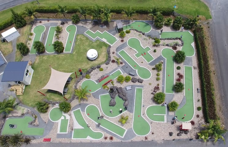Kerikeri Mini Golf - A relaxing Break For Couples.