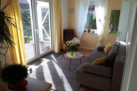 Sonniger Anbau mit Balkon und Terrasse - Öko-Haus!