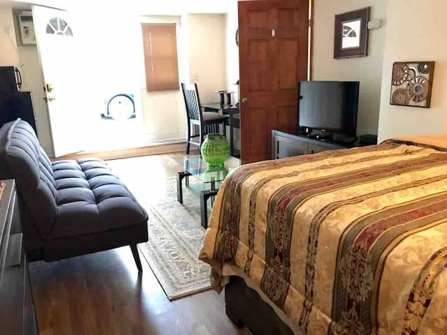 Large Studio in Milton with private entrance.