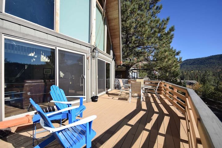 Heavenly Heights: Slope Views! Propane Grill! Foosball Table! Near Bear Mountain! Internet!