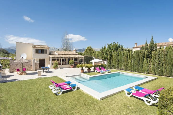 Family Villa Madrave- Superb Pool, Great Views & Lawned Areas