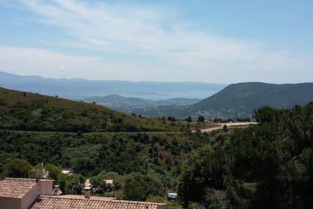 Maisonnette calme avec vue exceptionnelle - Appietto - Hus