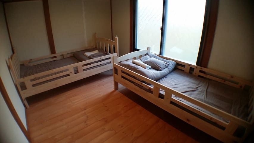 Kadoya Backpackers Base -twin room