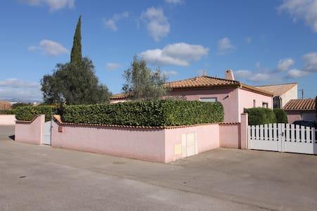 La Villa Rose et son beau jardin - Canet - Villa