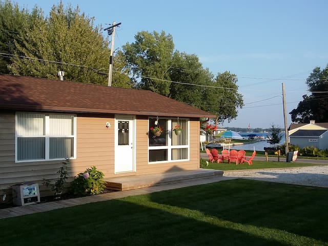 Lake Wawasee 2 Bedroom Channel Front  Condo