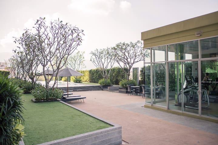 Luxury condominium convenient Center CNX
