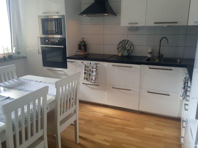 Lgh mitt i Karlskrona med plats för upp till 4pers - Karlskrona - Apartamento
