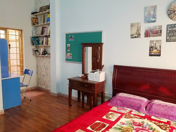 Private room, international area, near Airport