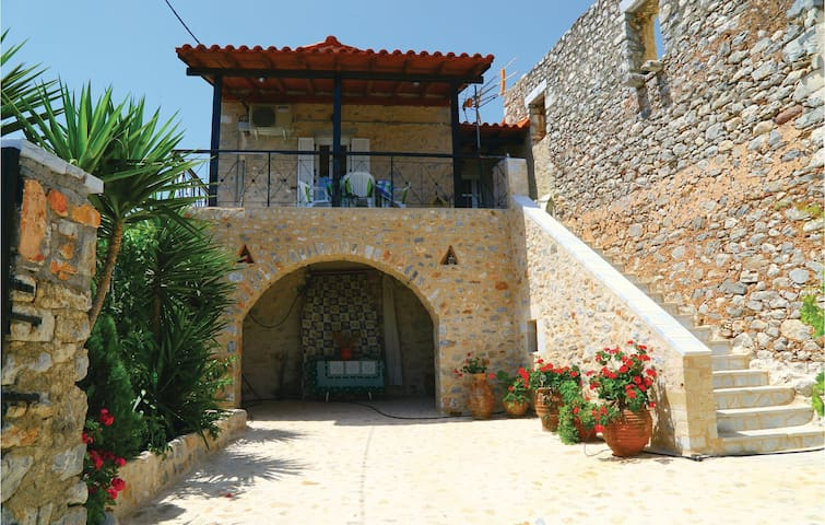 Semi-Detached with 2 bedrooms on 50m² in Areopoli
