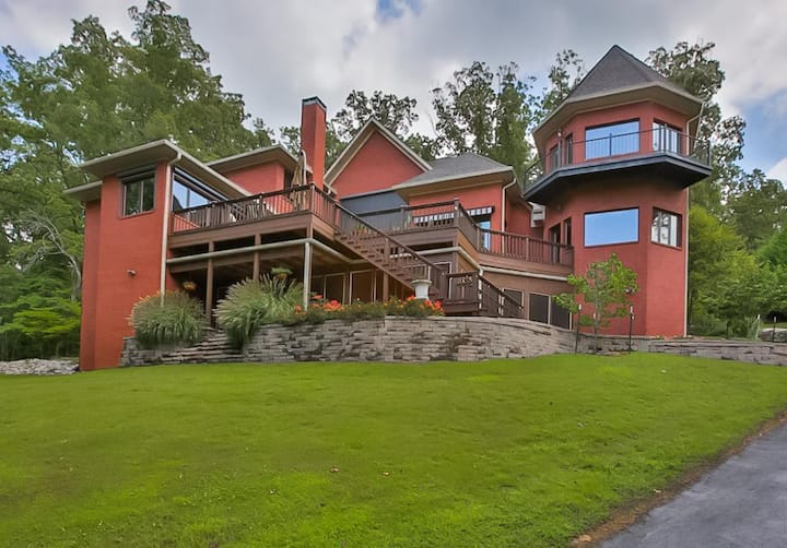 Lake Front Luxurious Home - TN River Access