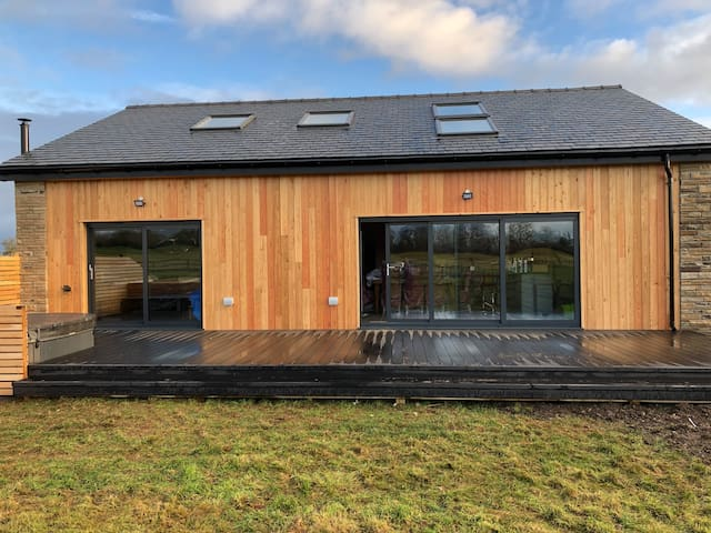 Stunning new build with hot tub