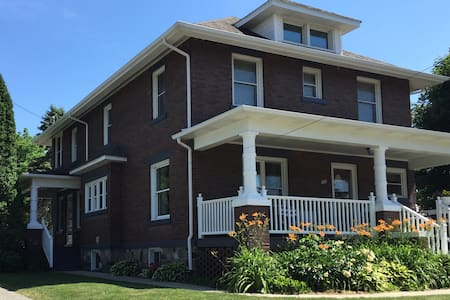 Beautiful Historic Home In Downtown Frankenmuth - Frankenmuth