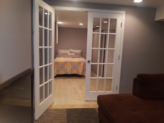 Charming Centrally located Basement Studio