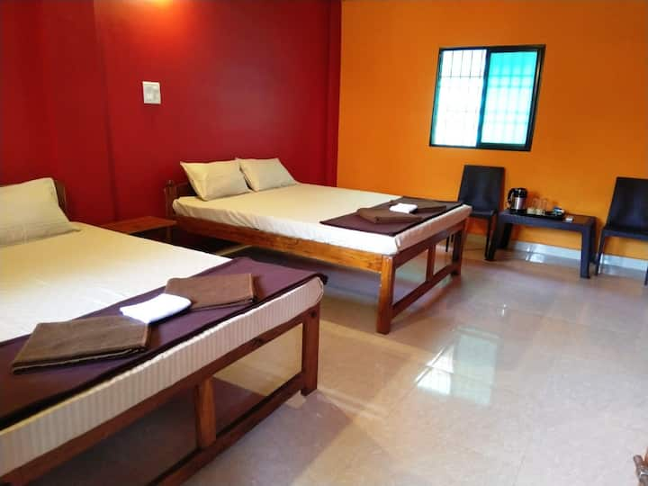 Deluxe Family Room Red&Yellow 2min walk to beach