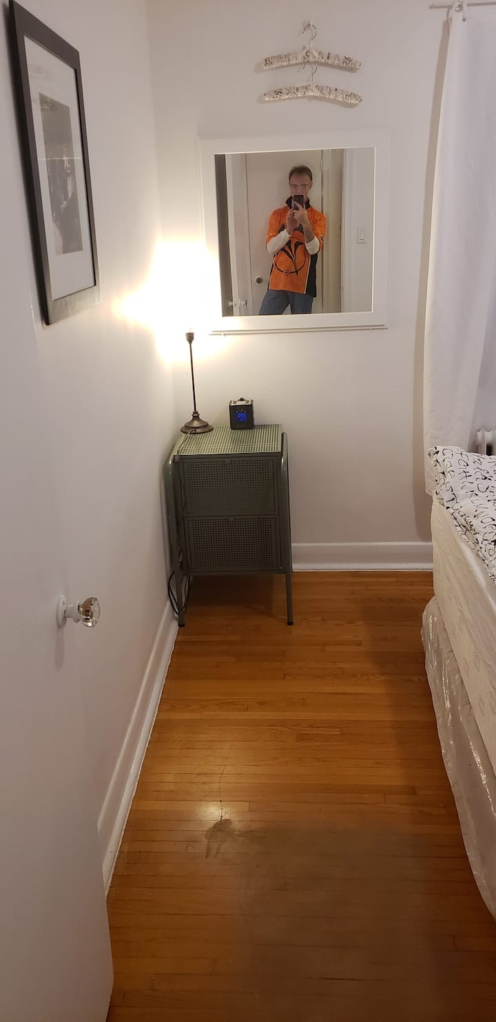 ONE BEDROOM TORONTO APARTMENT 4. WHITE and CLEAN