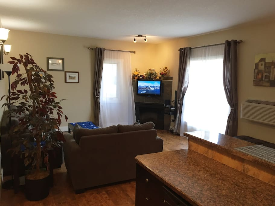 Spacious and cozy 2-bedroom appartment in Radium Hot Springs, very well equipped  with brand new furniture.