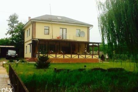 Дом 250м в сосновом лесу на 50 сотк - Белый Берег - Talo