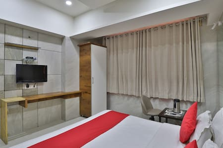 OYO SMART Suit (4X )Furnished Room in Ahmedabad