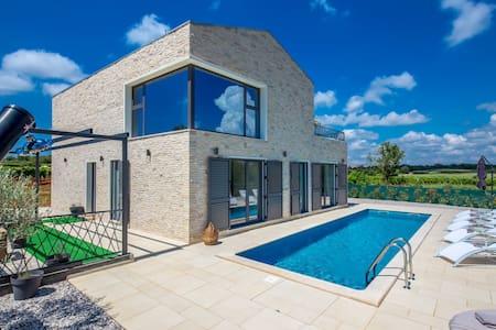 Modern Villa Libra