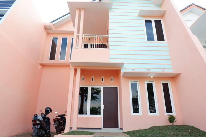 Family Villa Griya Andhara ( 5 BR )