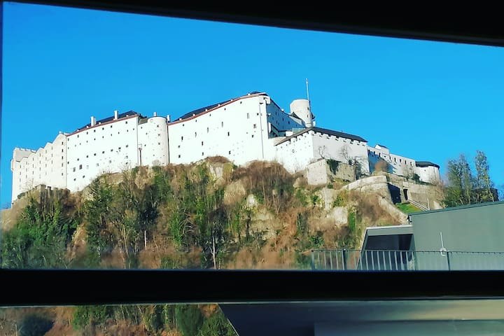 "Visit Salzburg best time: ""Castle view""!"