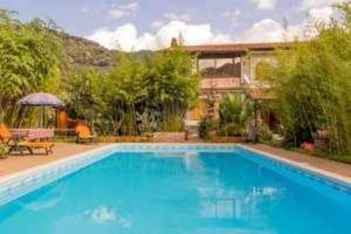 Villa Adenu con piscina privata