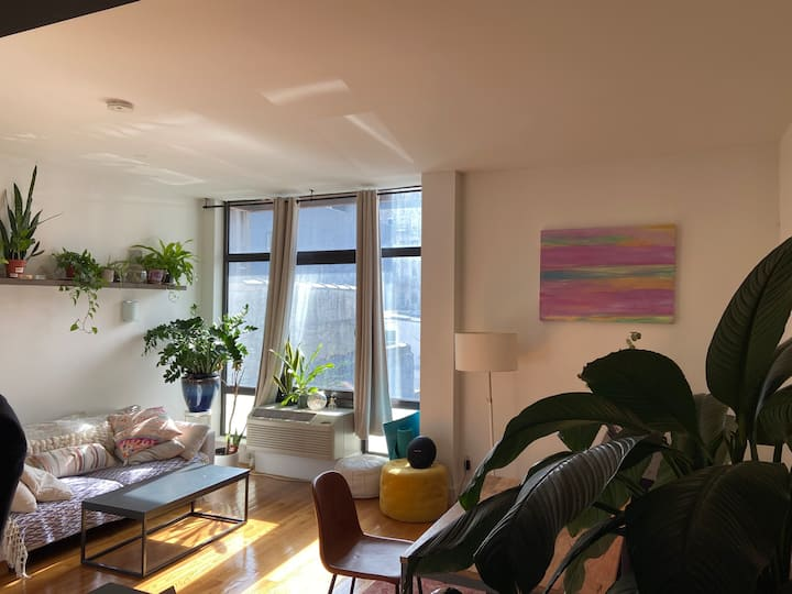 Beautil well-lit 1BR Apartment in Williamsburg