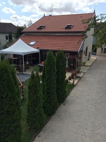 Belle maison 20 km de dijon - Marcilly-sur-Tille - Rumah