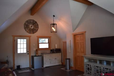 Ouray studio with views and hot tub! Sleeps 2