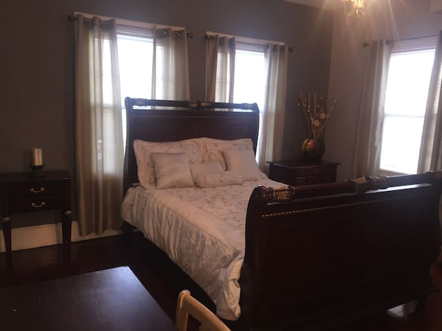 Elegant & Spacious Room, Victorian Home - Englewood - Haus