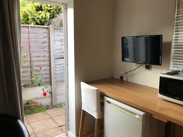 Studio -London/Staines/ Heathrow,  own entrance!