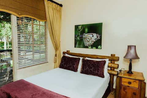 Boubou Bed and Breakfast-Tropical Boubou Room
