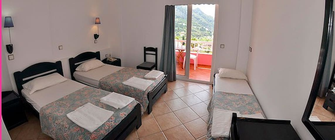 Seaview Room for 5P, Breakfast,Shared Pool&pick up - Agios Gordios - Bed & Breakfast